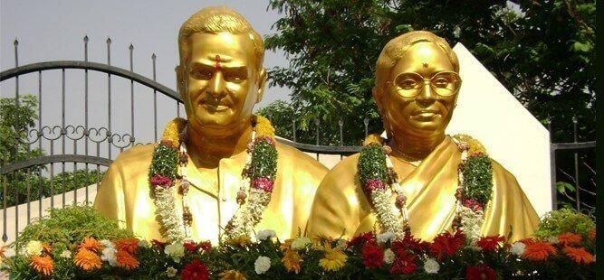 Late Sri. Nandamuri Taraka Ramarao and his wife, Smt. Nandamuri Basavatarakam